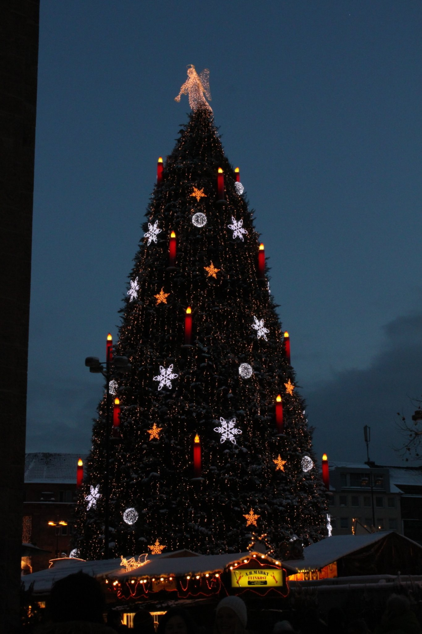 Dortmund Weihnachtsbaum.Der Aufbau Des Dortmunder Weihnachtsbaum 2011 Weihnachtsmarkt