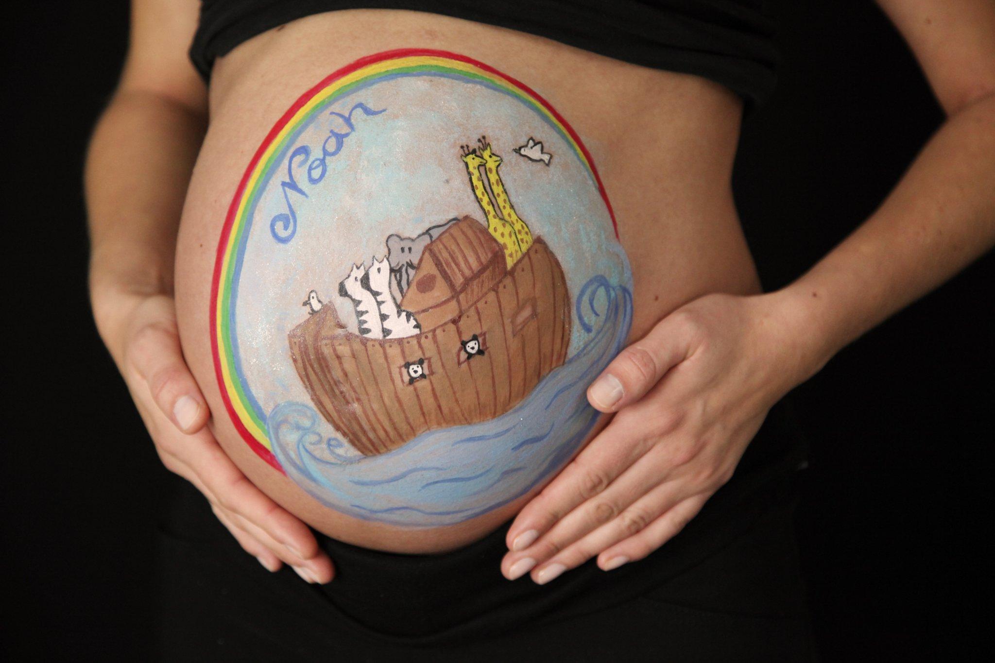 Sam Malt Bilder Auf Babybauche Lunen