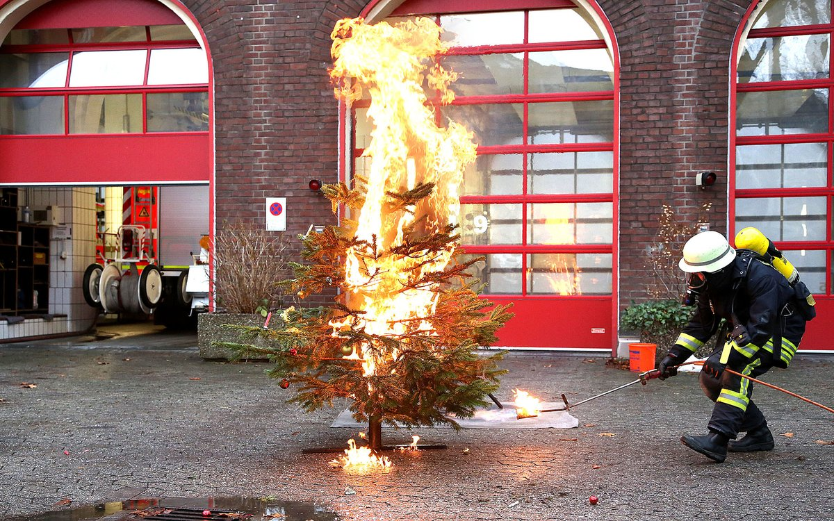 Danke Lieber Tannenbaum Text.Vorsicht Feuer Tipps Damit Adventskranz Und Tannenbaum Nicht