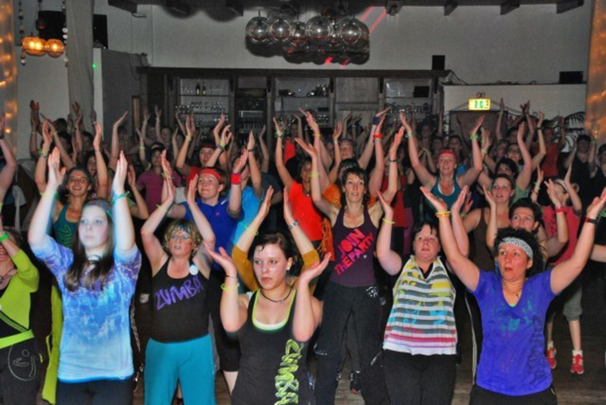 ZUMBA ®-Fitness-PARTY lässt das Xantener Schützenhaus