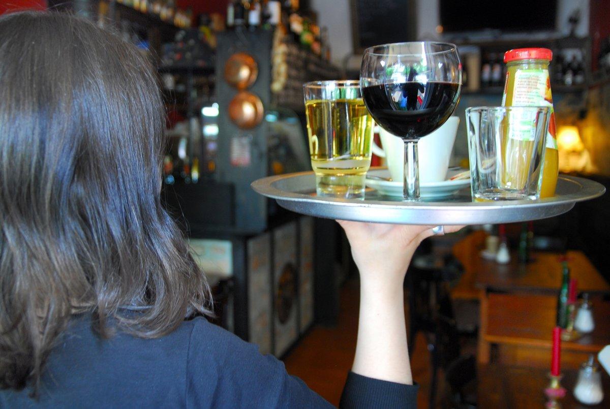 Minijob In Der Gastronomie Teilzeitkräfte Sollen Auf Arbeitsvertrag