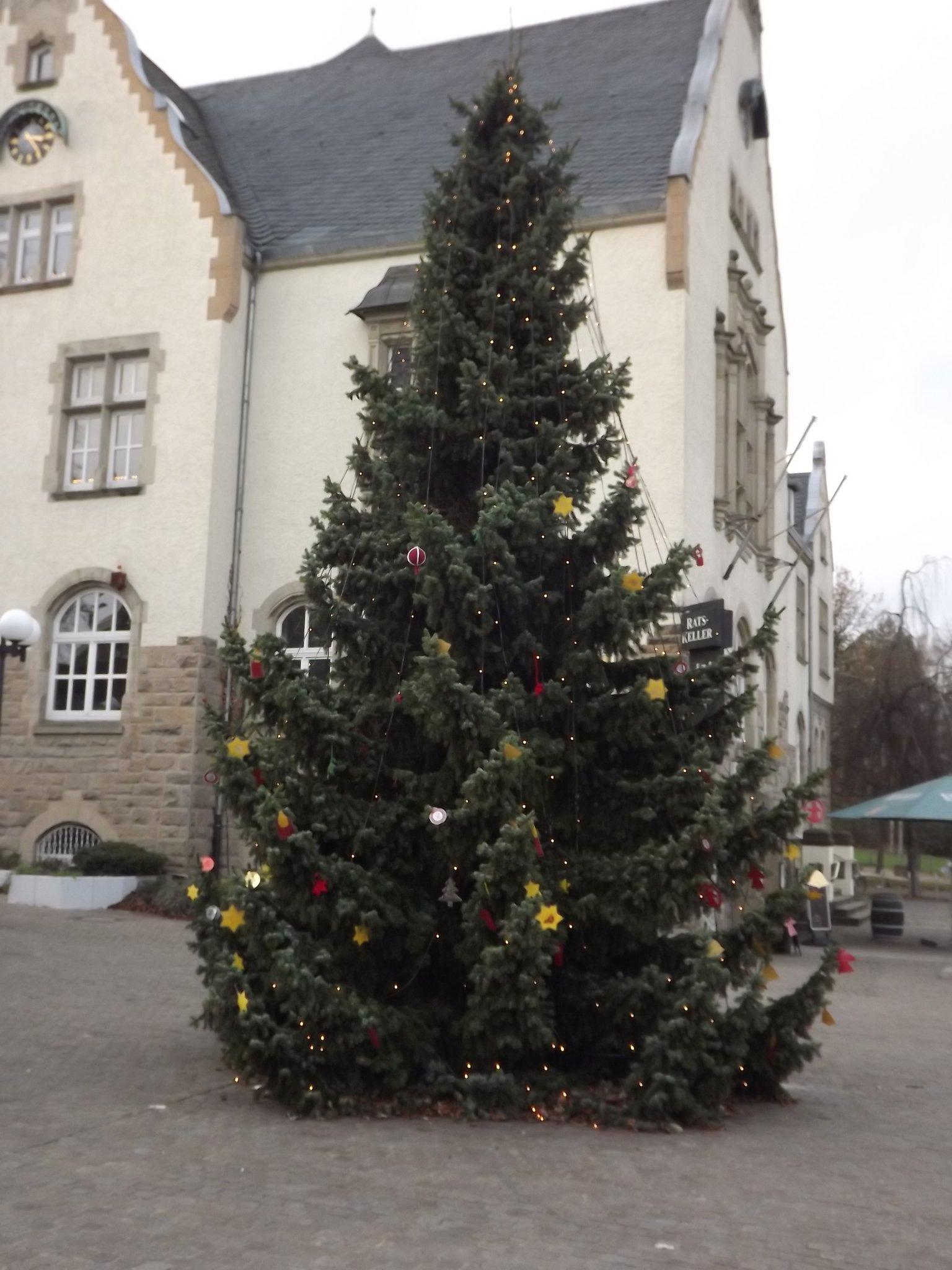 Weihnachtsbaum Schwerte.Der Weihnachtsbaum Auf Dem Aplerbecker Marktplatz In Dortmund