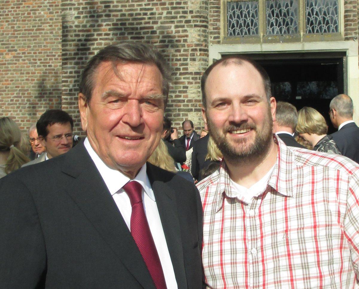 Gerhard Schroder Besucht Bislicher Kirche Als Gast Einer