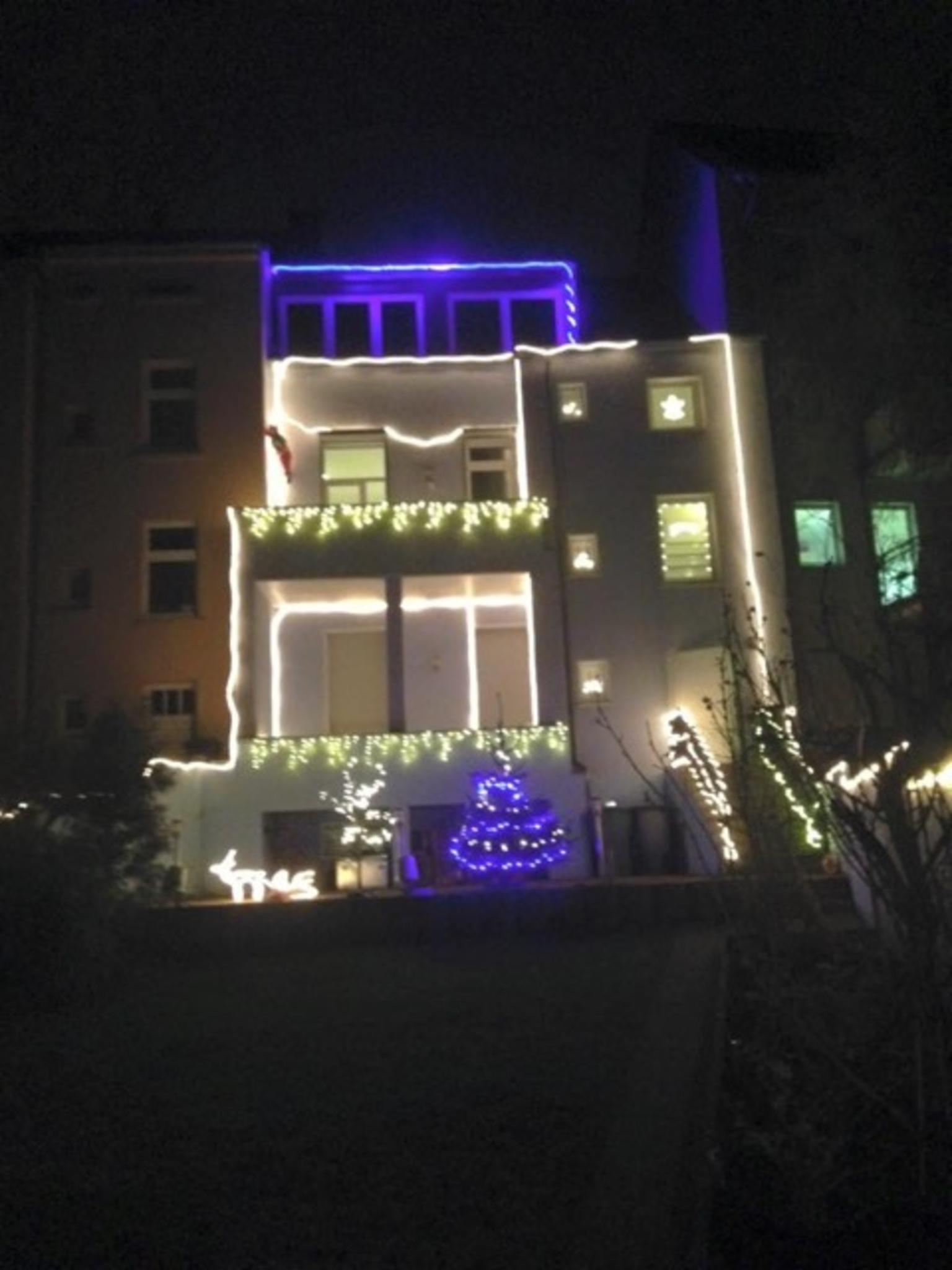 Blaue Weihnachtsbeleuchtung.Lichtwochen In Frohnhausen Weihnachtsbeleuchtung Bringt Geschenke