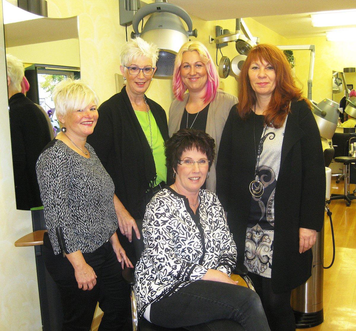 Salon Kamm Schere Trendige Haarschnitte Und Modernste Farben
