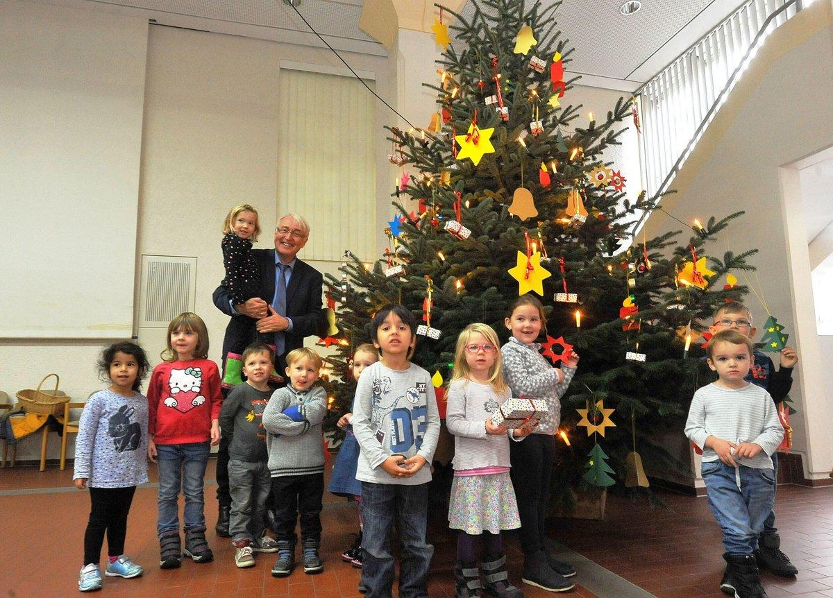 Weihnachtsbaum Schwerte.Schwerte Arche Noah Kinder Schmücken Weihnachtsbaum Im Rathaus