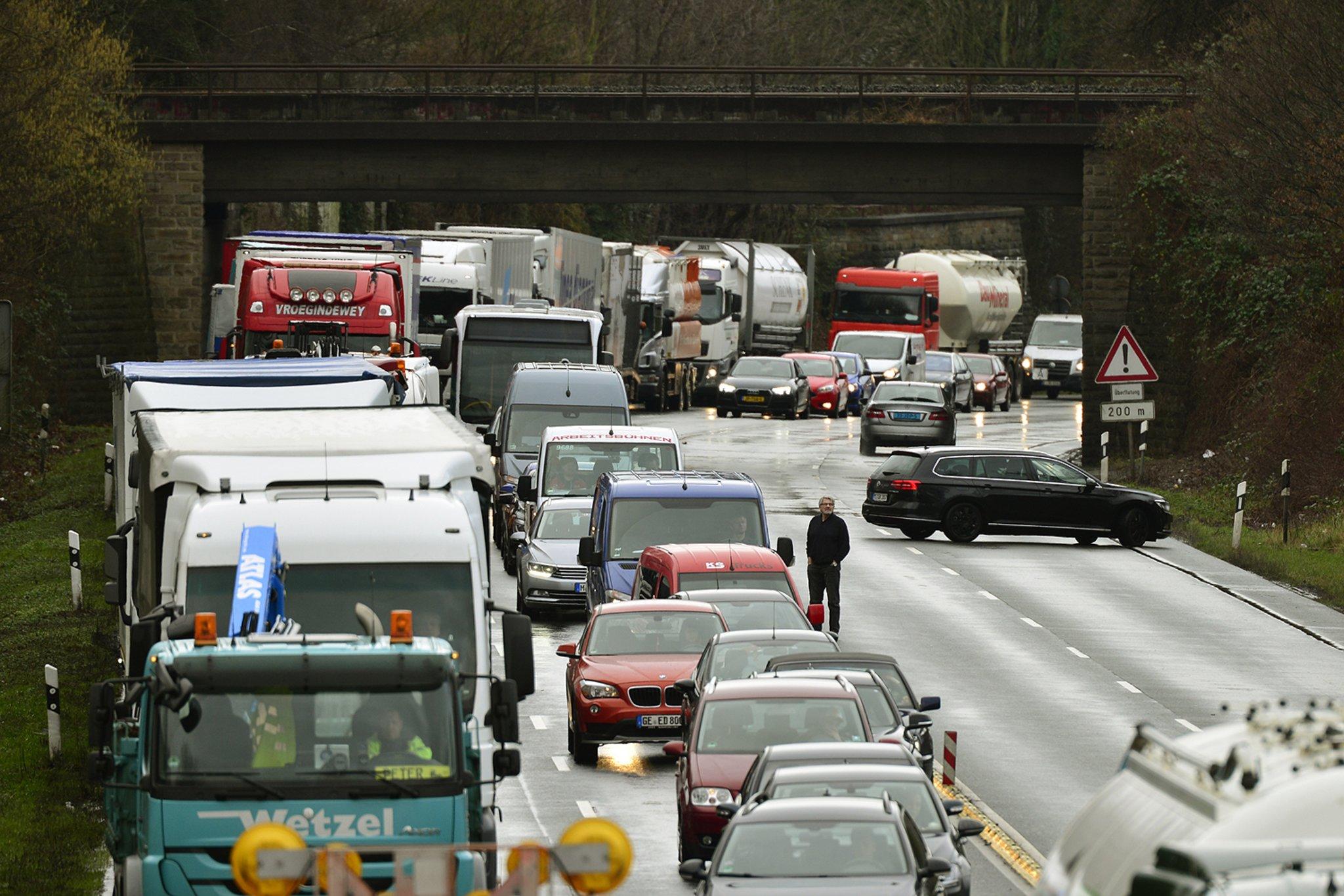 Update Nur Zwei Lkw An Auffahrunfall Beteiligt B 224 Bei Gladbeck