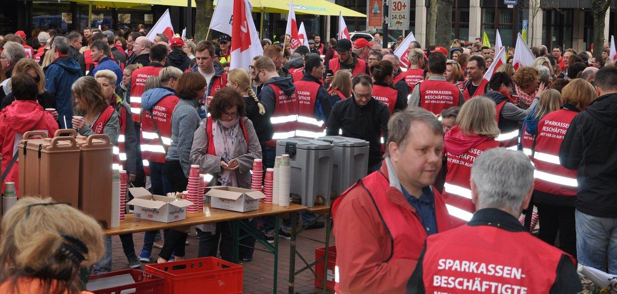 öffentlicher Dienst Streikt Und Kommt Zur Verdi Kundgebung Nach