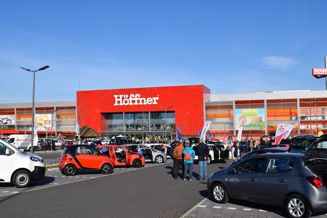 Große Auto-Show bei Möbel Höffner in Neuss - Düsseldorf