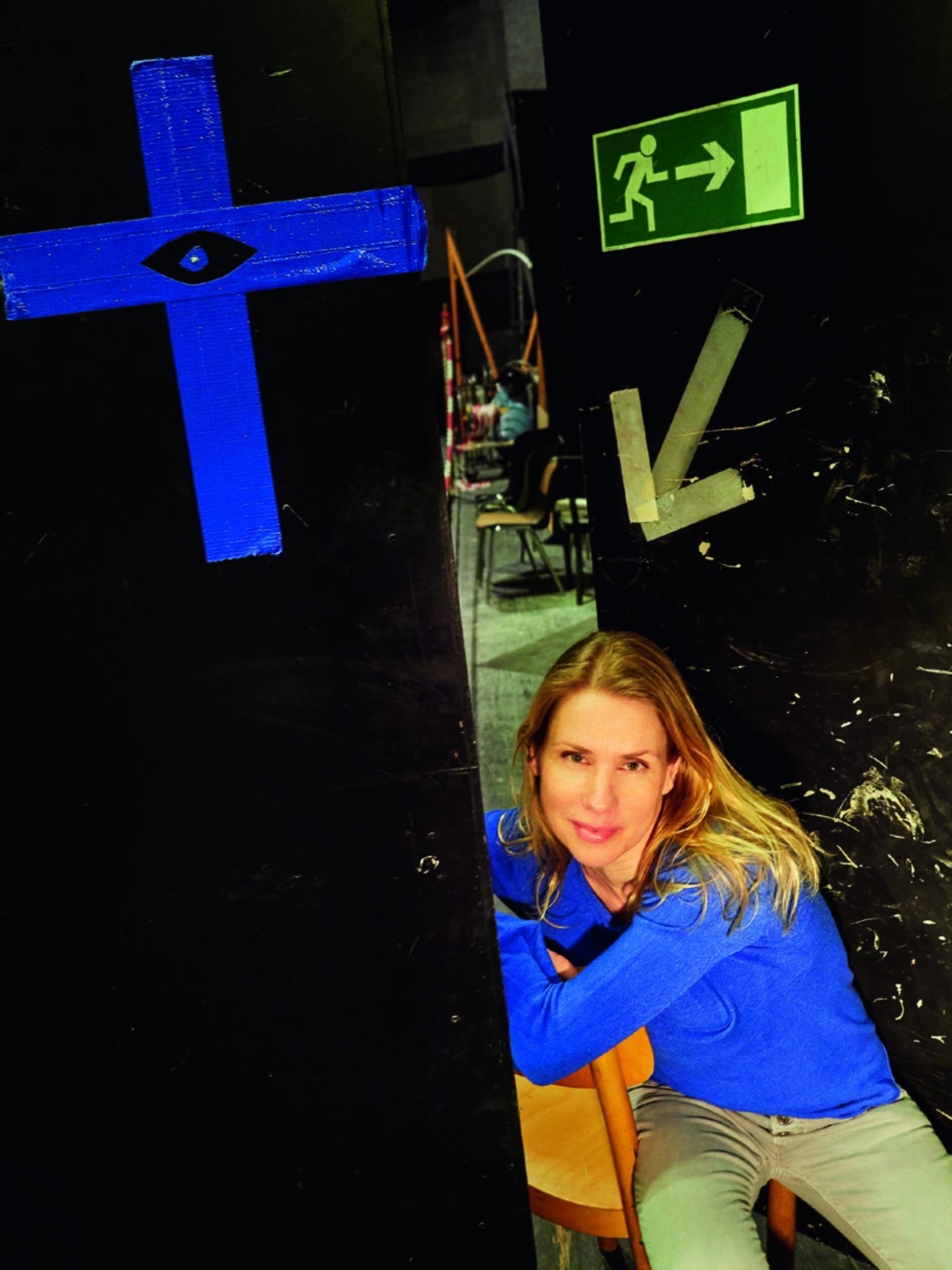Theatermuseum Düsseldorf Tanja Schleiff Auf Dem Roten Sofa