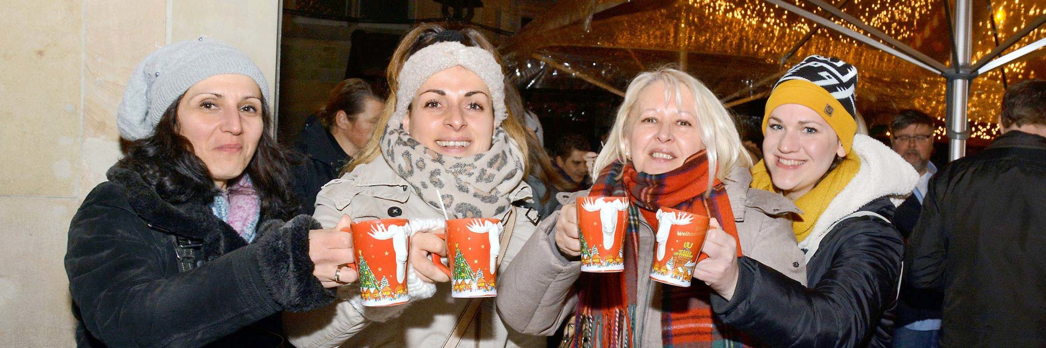 Heute öffnet Der Weihnachtsmarkt Budenzauber Lockt In Die