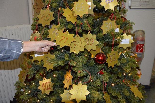 wunschbaum aktion velberter k nnen weihnachtsw nsche von kindern erf llen stadtanzeiger