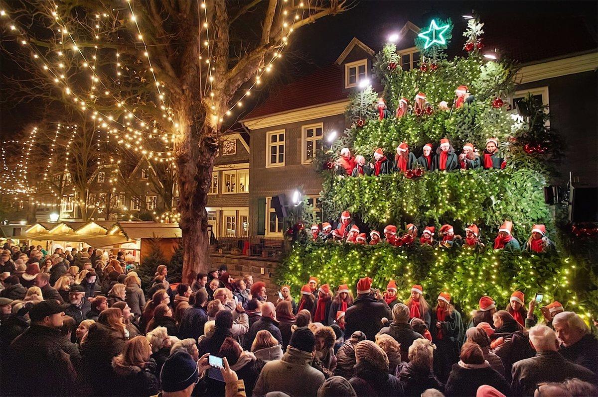 Das Weihnachtsmarkt.Zusätzliche Parkmöglichkeiten Bei Kaufland Und Kone Auch Der