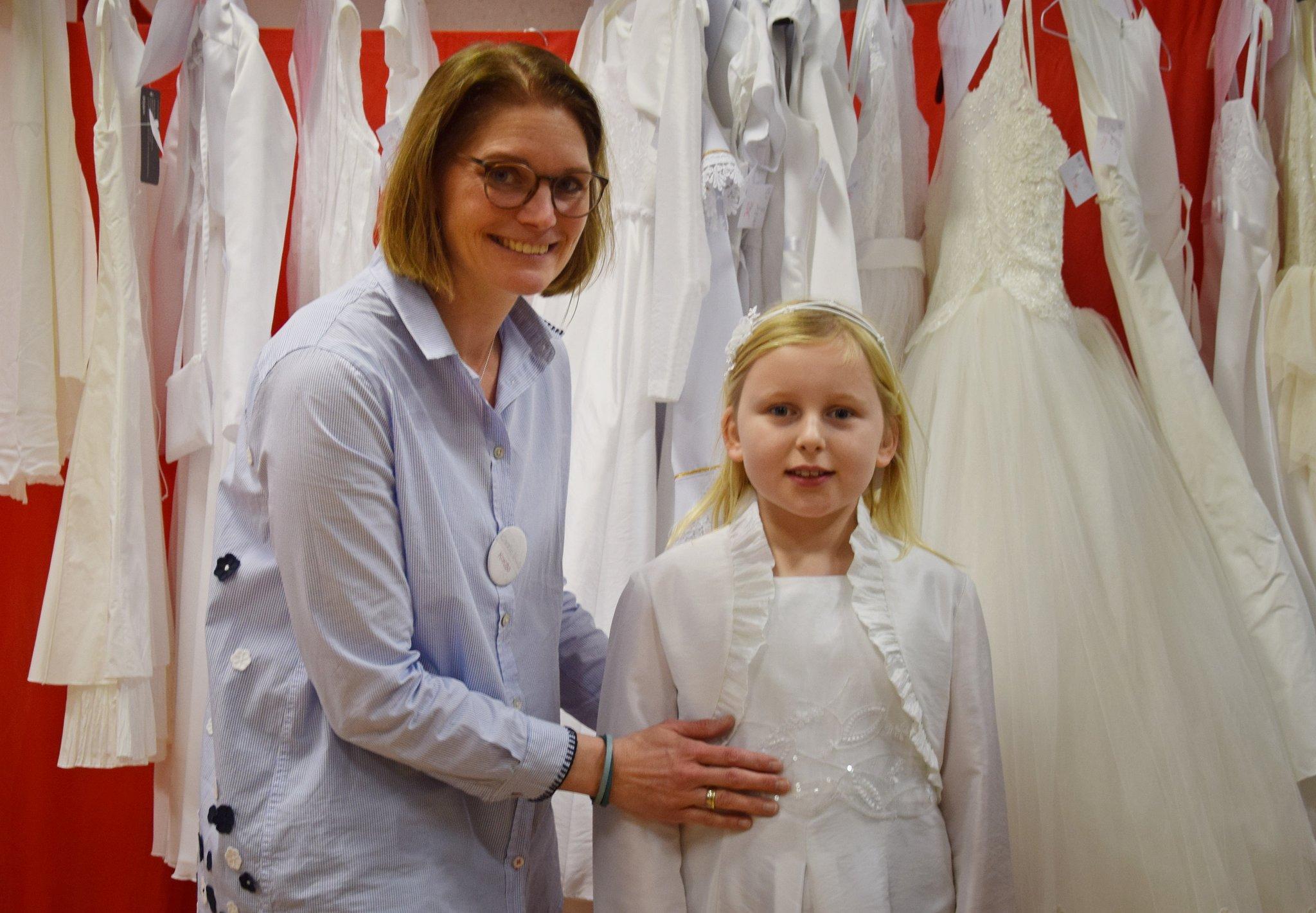 Koklbo Verkauft Festliche Kinderkleidung Im Josefshaus Kommunion Kleider Borse Hat Regen Zulauf Haltern