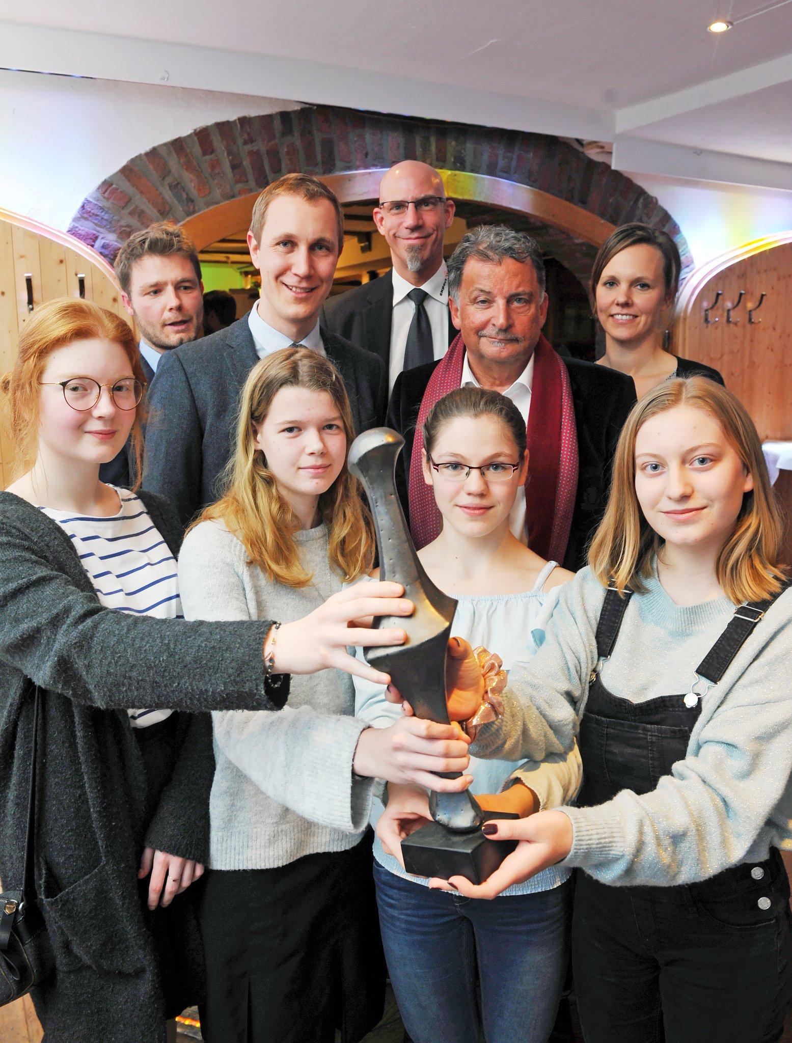 Bürgermeister Daniel Zimmermann Ehrt Die Jugendlichen Und Ihre