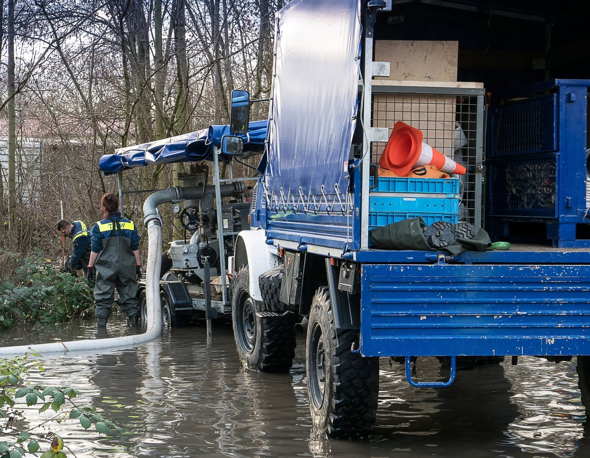Fahrbahn wurde unterspült: Wasserrohrbruch: Mittelstraße in Heeren ...