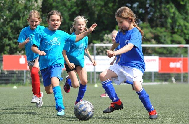 Peter Hartling Schule Siegt Beim 9 Madchen Fussball Cup