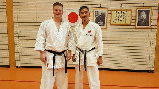 Zwischen den Trainings ergab sich für mich die Gelegenheit zu einem Erinnerungsfoto.  Frank Kusenberg und Sensei Koichiro Okuma