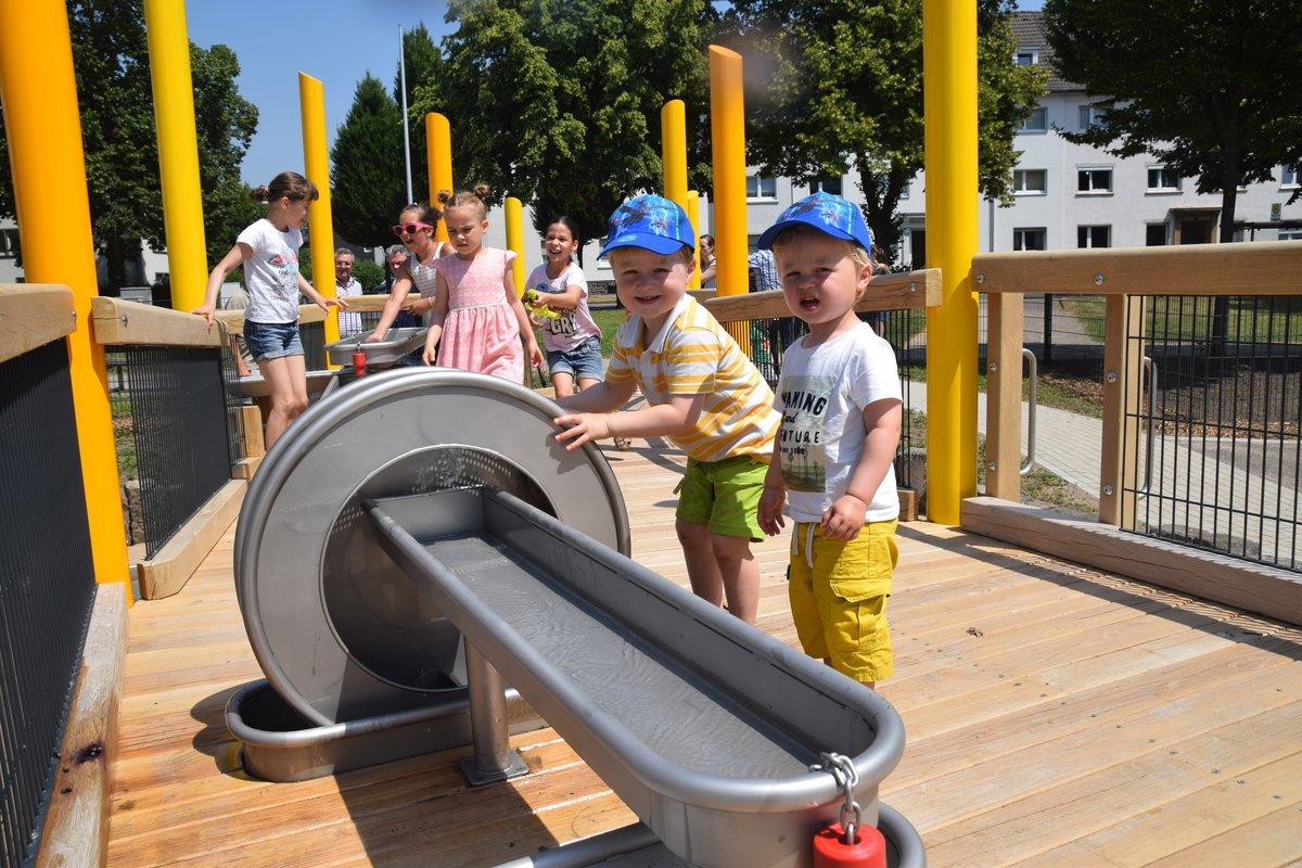 Ganz und zu Extrem Erster barrierearmer Spielplatz in Schwelm eröffnet (MIT VIDEO @HO_03