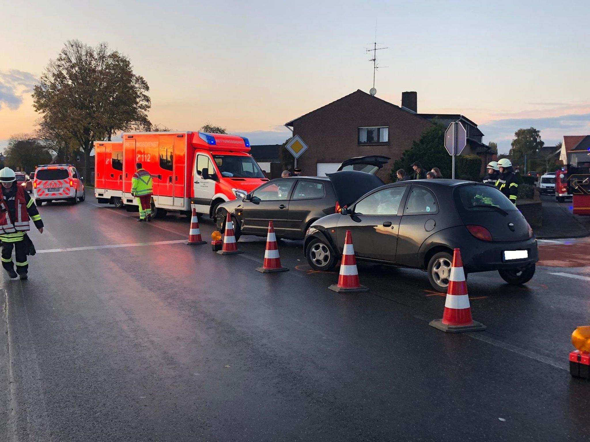 Blaulicht: Verkehrsunfall: Drei Rettungswagen und ein Notarztfahrzeug im Einsatz - Lokalkompass.de