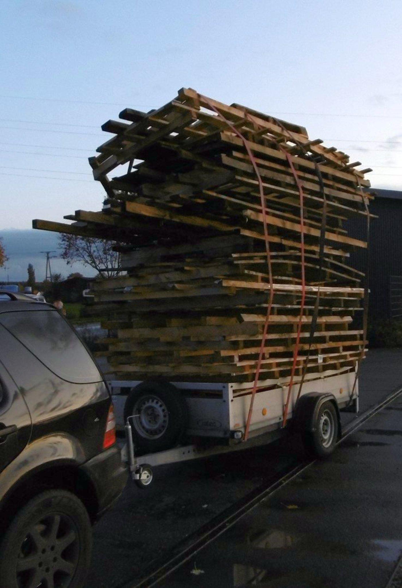 LVR-Klinik Bedburg-Hau:: Hier transportiert ein Klever Holz für seine Mutter ... - Bedburg-Hau - Lokalkompass.de