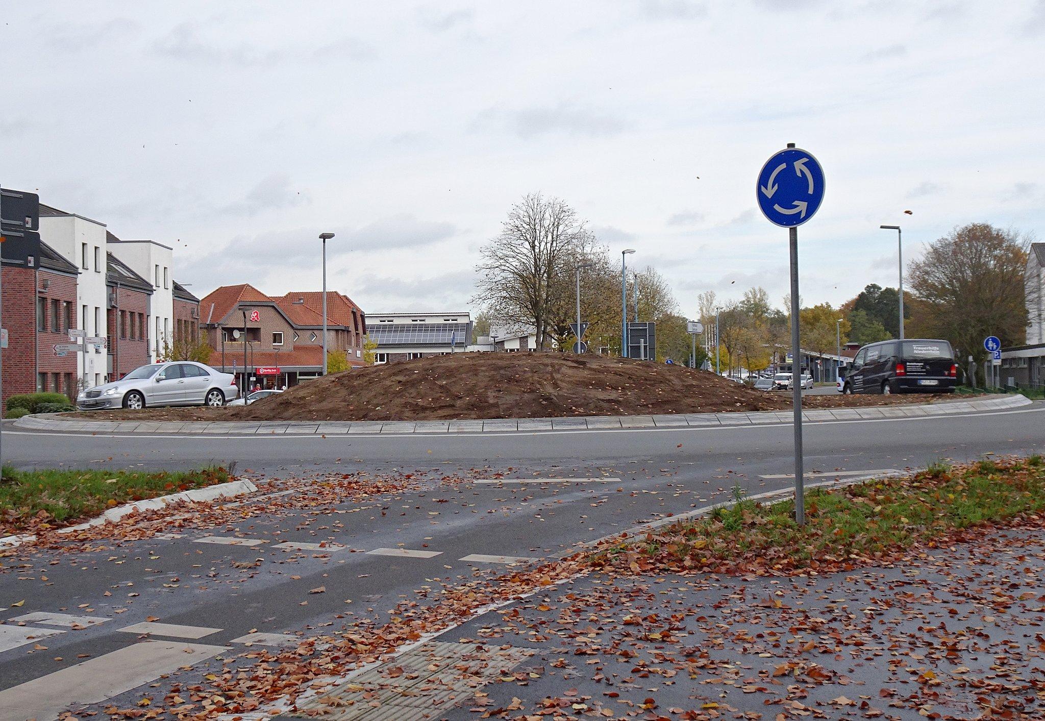 Bedburg-Hau: Kreisverkehr wird insektenfreundlich gestaltet - Bedburg-Hau - Lokalkompass.de