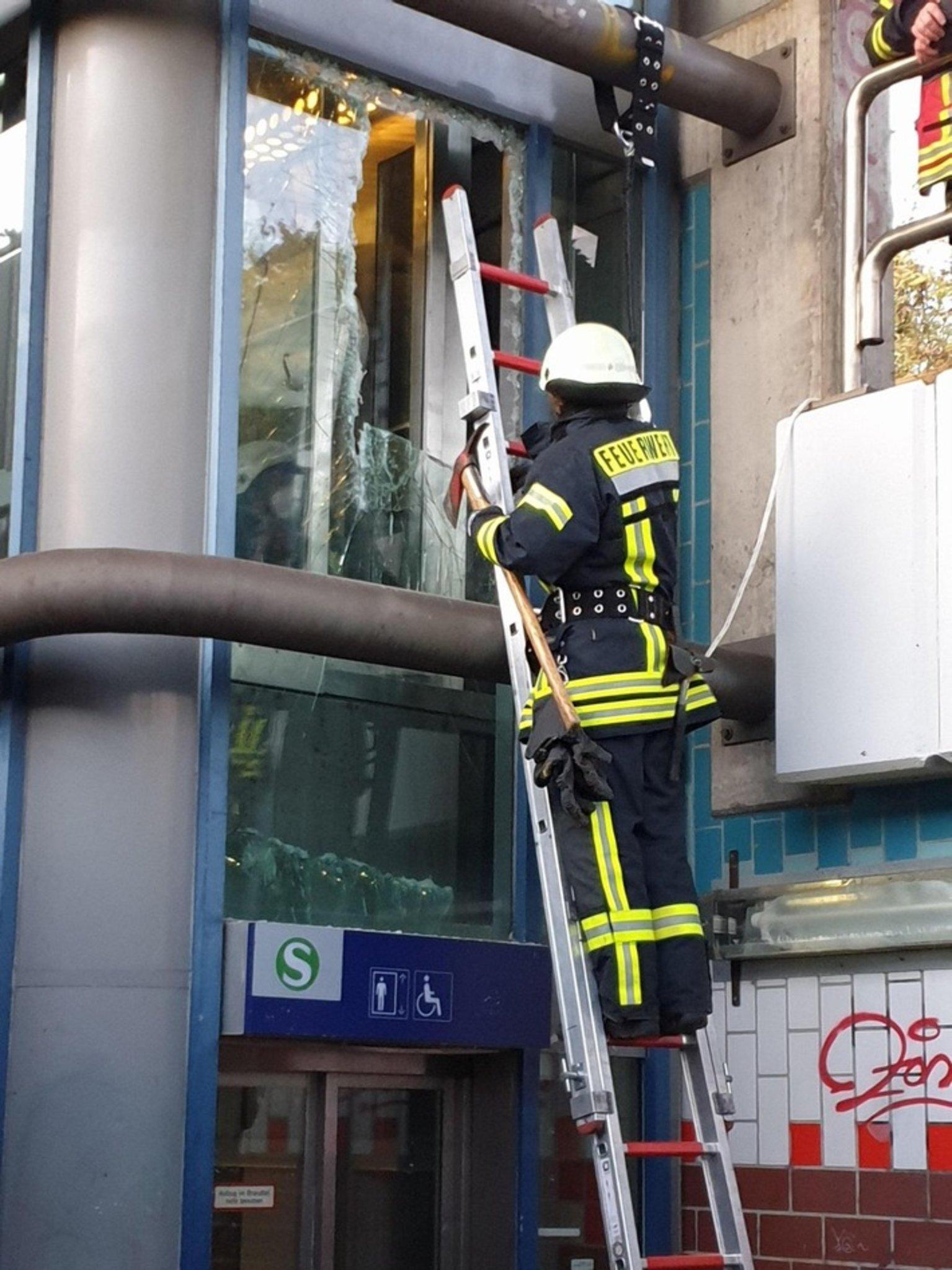 Jugendliche durch Feuerwehr aus Fahrstuhl befreit - Marl - Lokalkompass.de