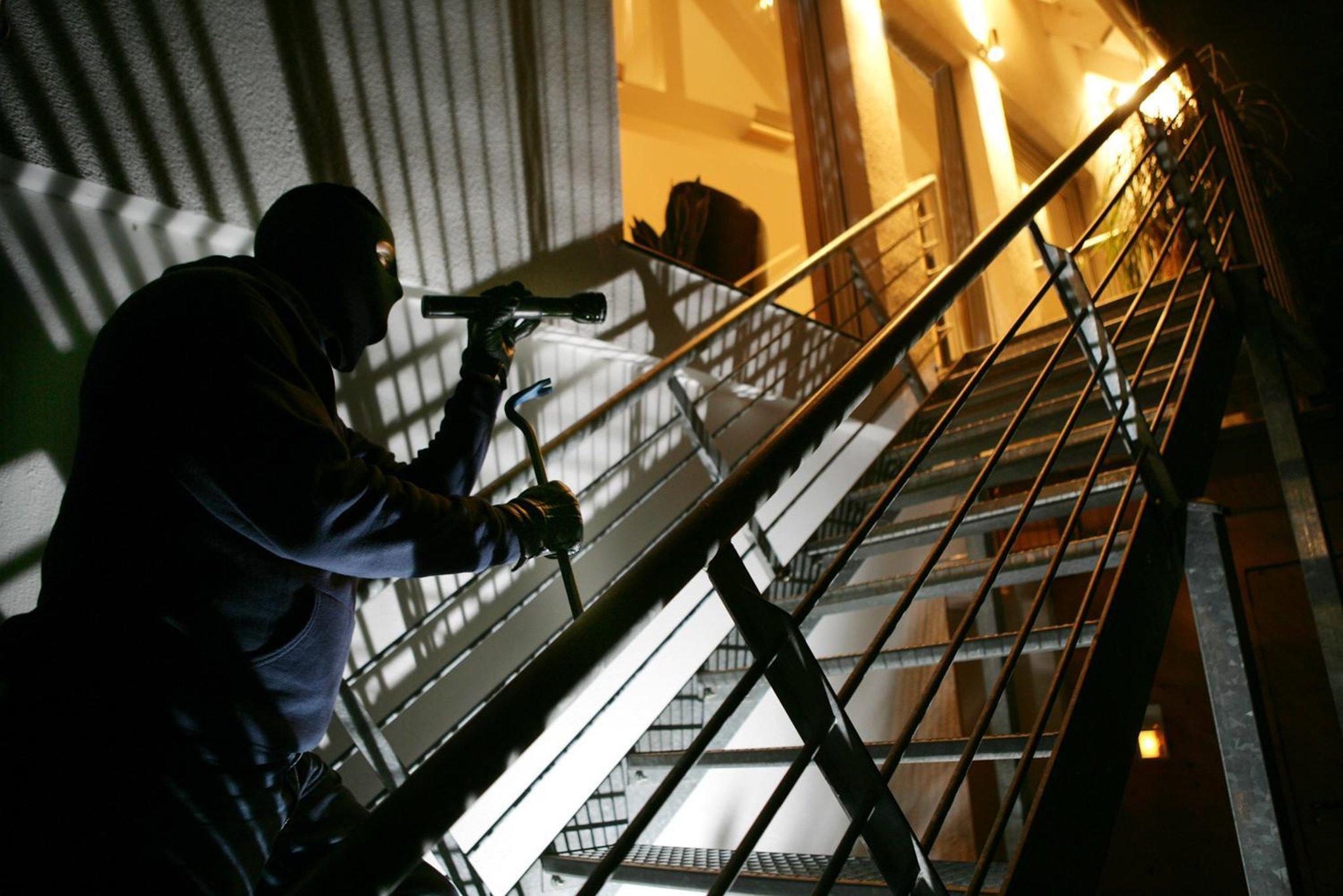 Einbrecher suchen nach Wertgegenständen: Terrassentür aufgehebelt - Hilden - Lokalkompass.de