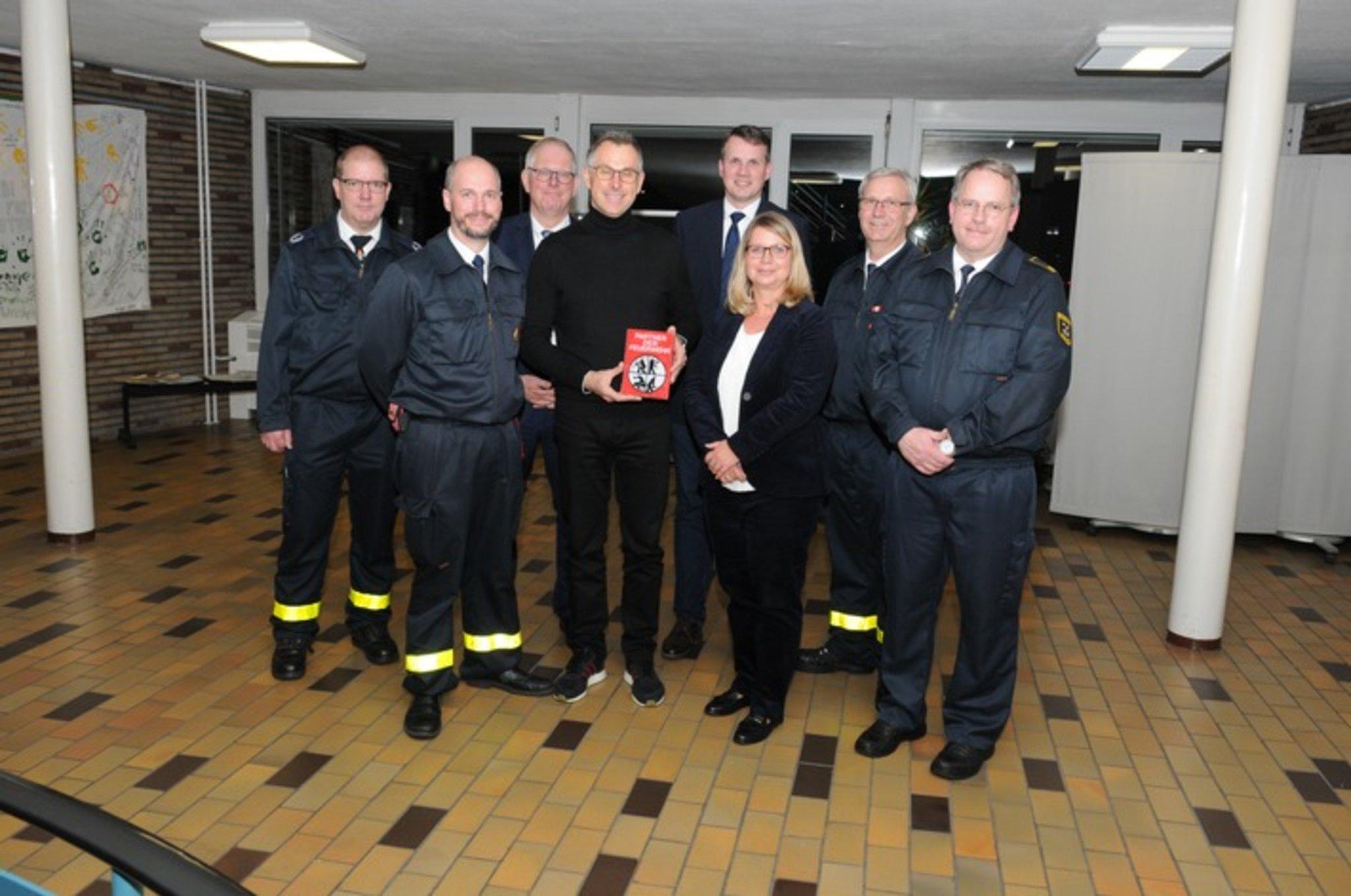 """Firma SIGNUM Feuerschutz GmbH aus Marl erhält Auszeichnung """"Partner der Feuerwehr"""" - Marl - Lokalkompass.de"""