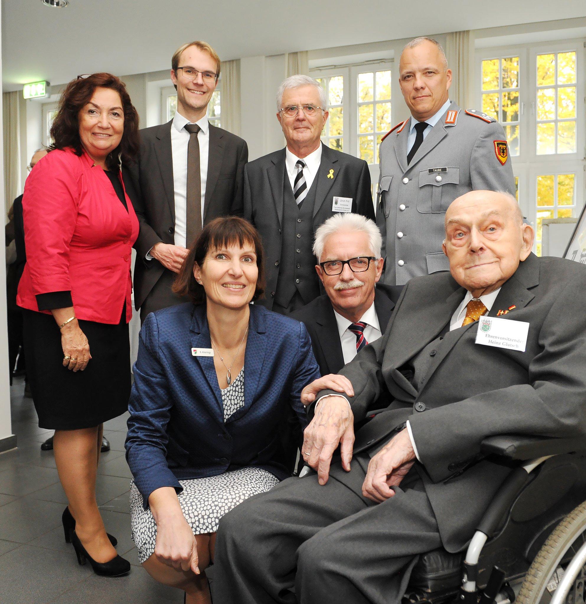Oberstleutnant a.D. Heinz Glutsch Hildens erster Standortältester: 100. Geburtstag gewürdigt - Lokalkompass.de