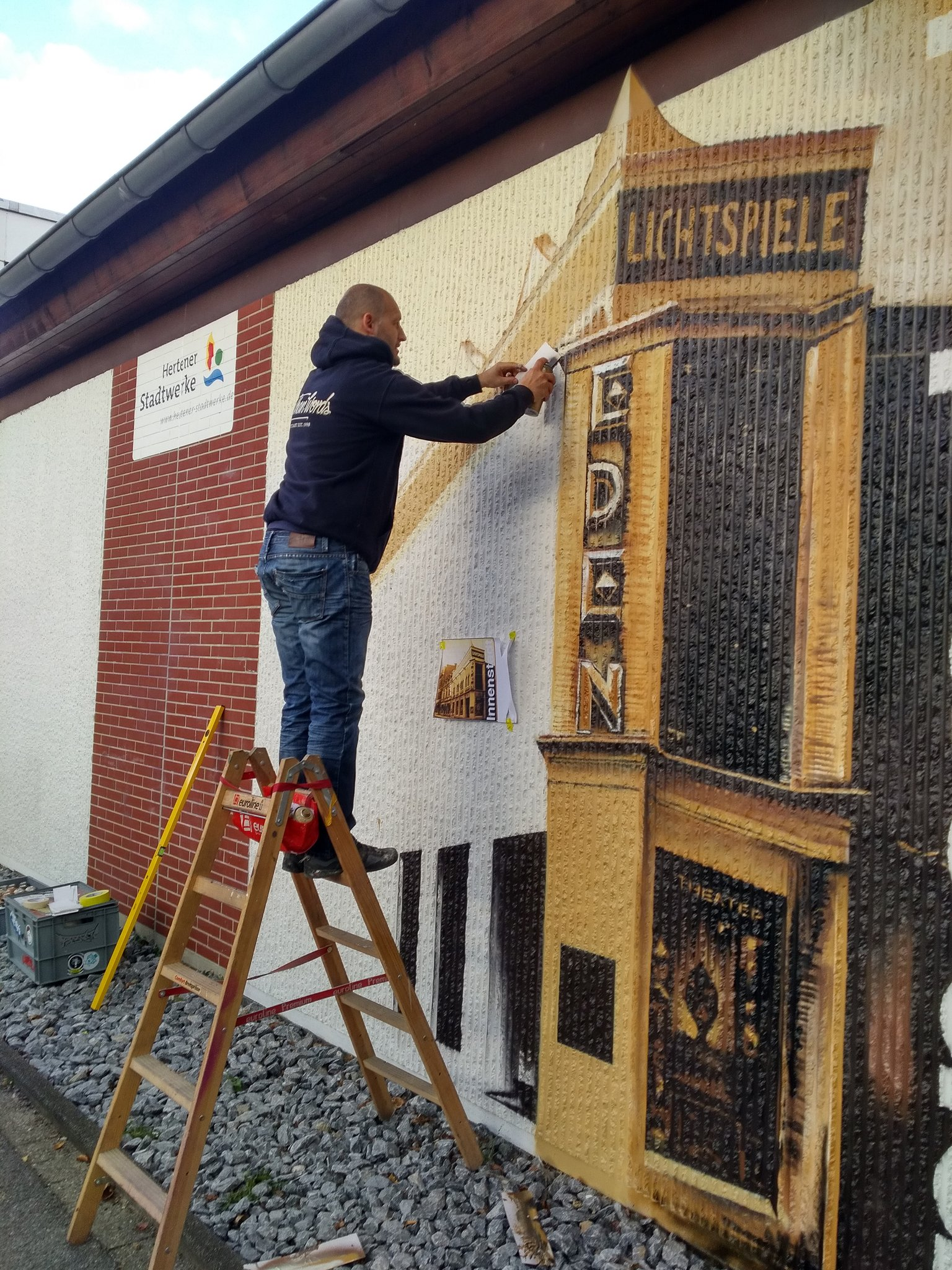 Trafostation an der Papst-Johannes-Straße ist fertig: Historisches Graffiti in Herten - Herten - Lokalkompass.de