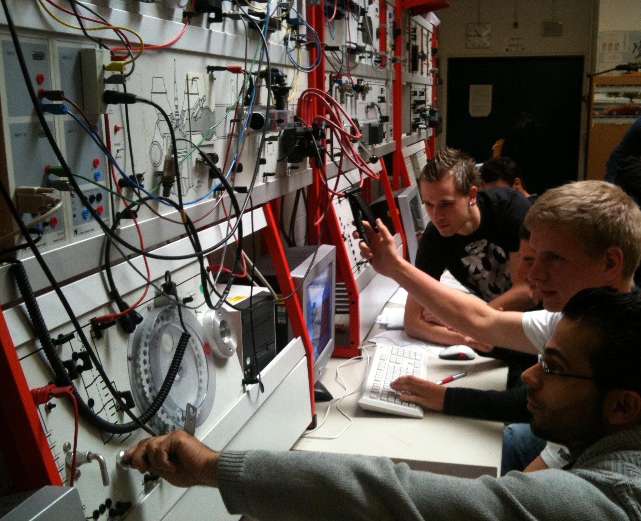 Tag der offenen Tür bei Hildener Berufskolleg: Für die Zukunft informieren - Lokalkompass.de