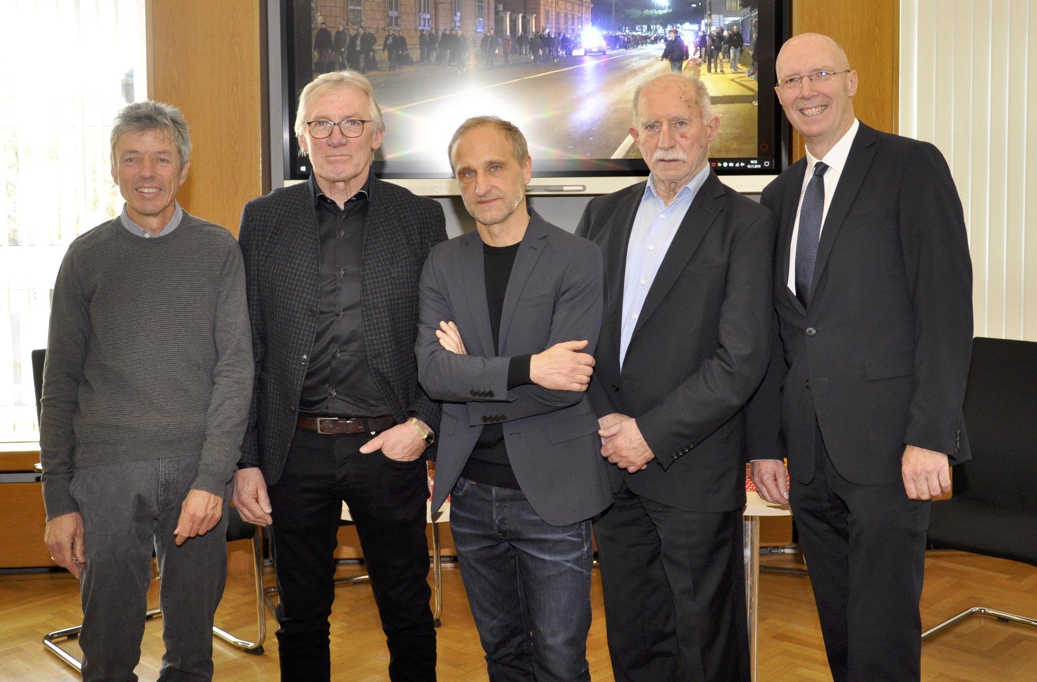 Ausstellung im Rathaus: Kneipen-Talk mit Freibier im Rathaus - Lokalkompass.de