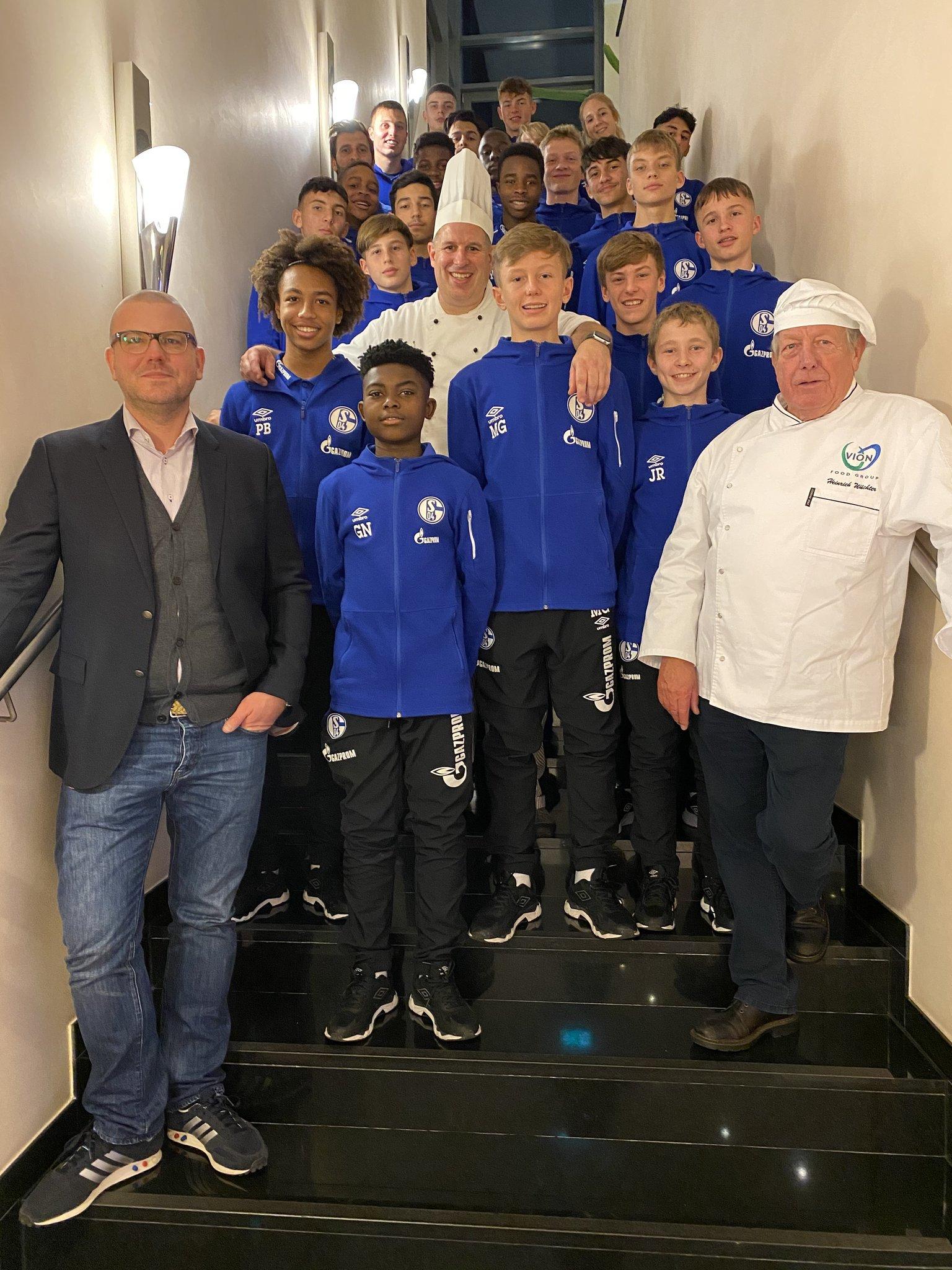 Mit Dorstener TV-Koch Andreas Hülsmann: Benimmkurs für den Schalker Nachwuchs - Lokalkompass.de