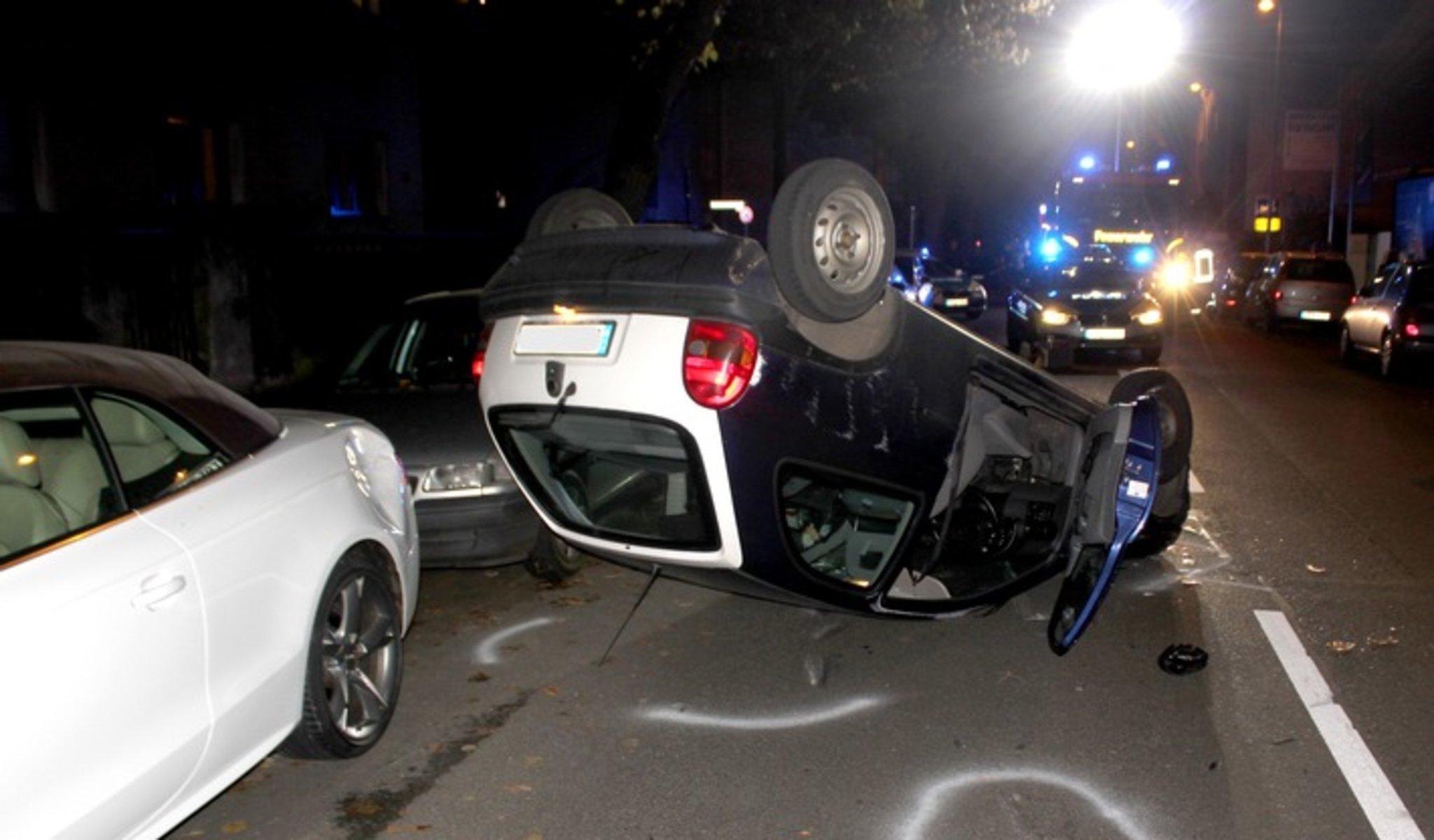 Auto überschlägt sich bei Unfall, Fahrerin ohne gültige Fahrerlaubnis - Lokalkompass.de