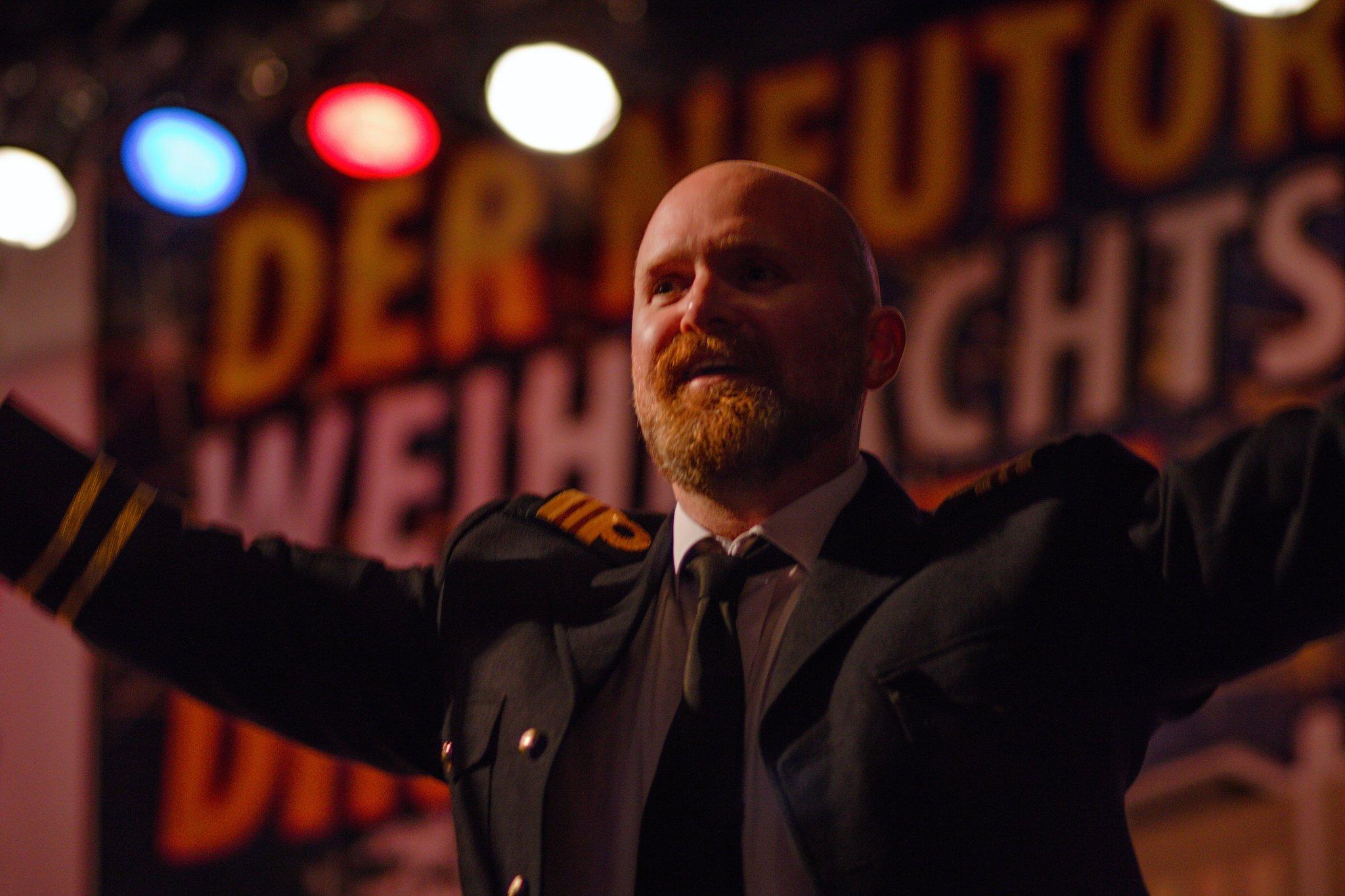 Ein Hauch von 70er Jahre in Dinslaken: Captain Oliver Marsh entert den Neutor Weihnachtmarkt - Dinslaken - Lokalkompass.de