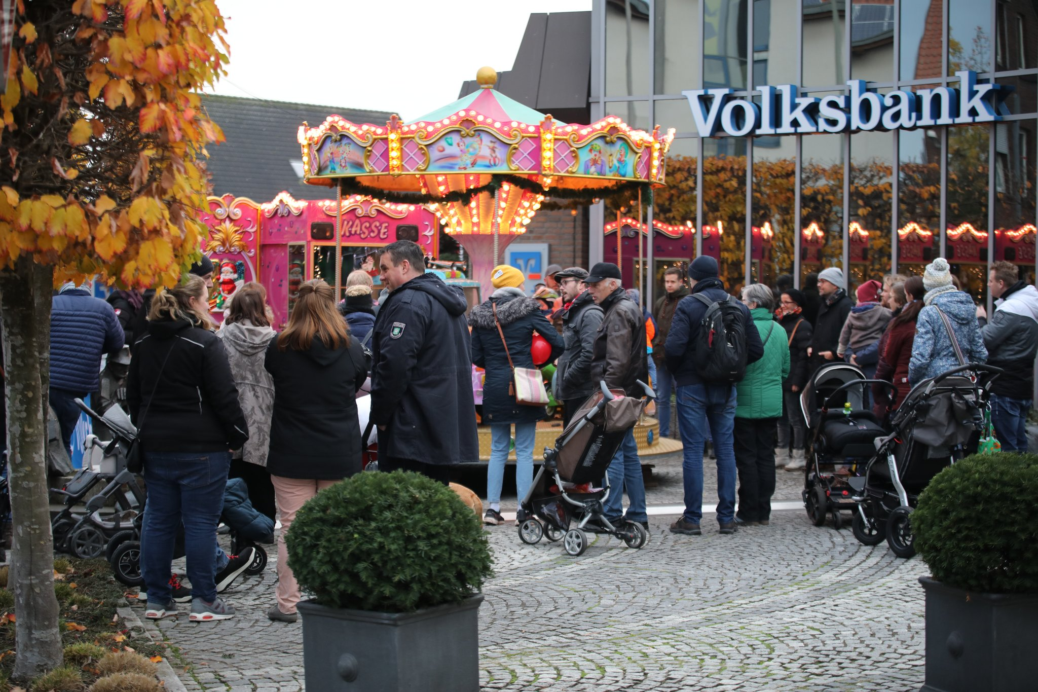 Volle Straßen und zufriedene Händler: Kerzensonntag in Dingden 2019 - Lokalkompass.de