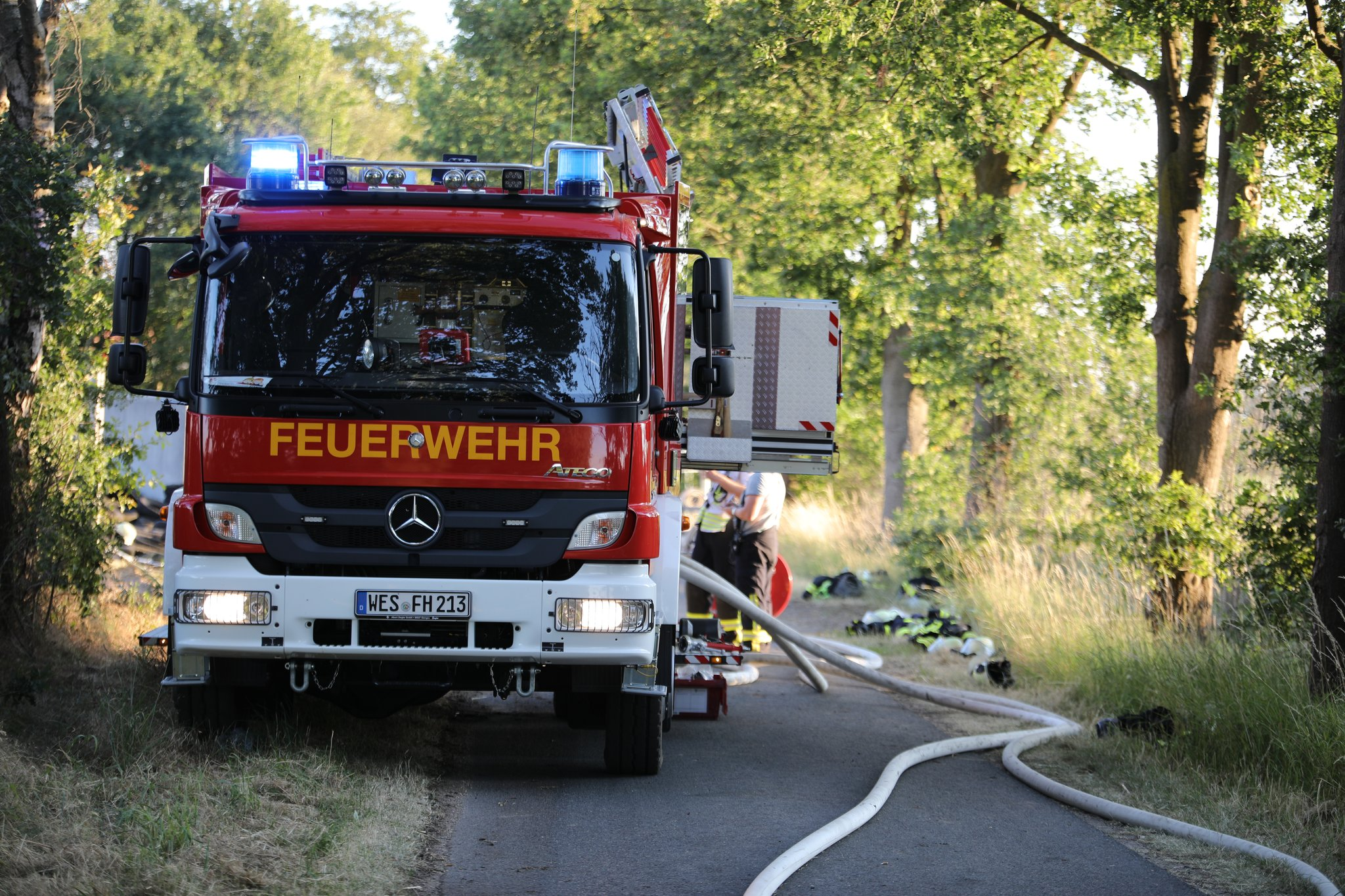Zwei Brände - Polizei sucht Zeugen: Brandstiftung 100.000 Euro Schaden auf Bauernhof - Lokalkompass.de