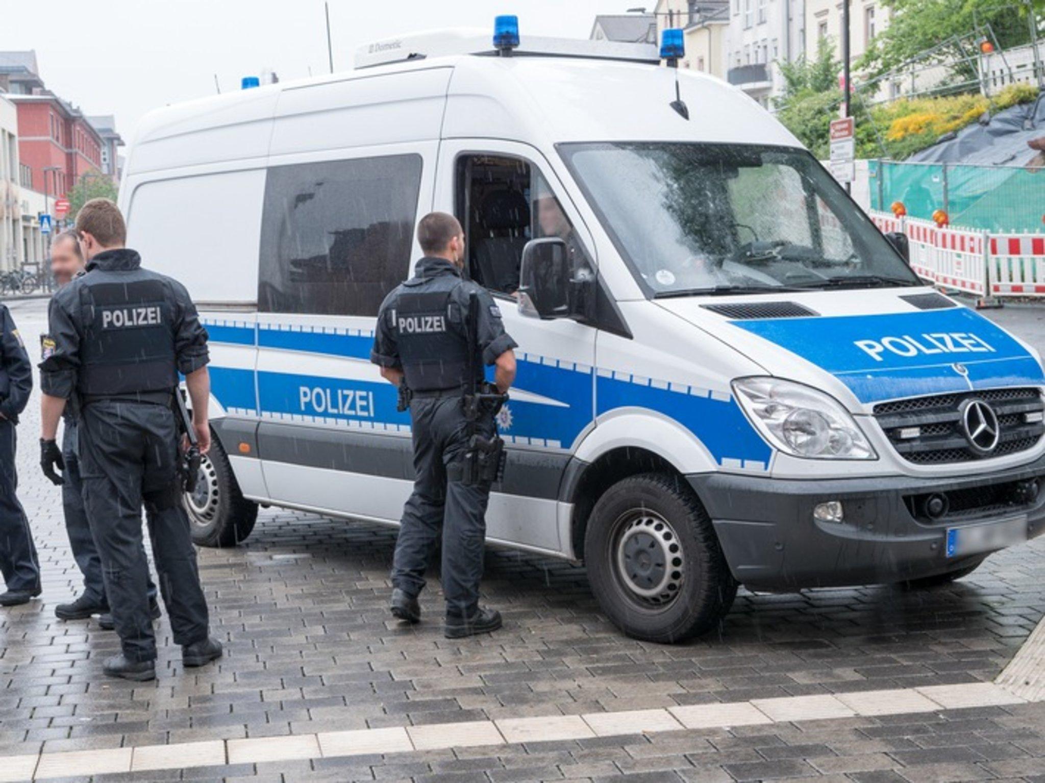 Leichtsinniges Verhalten löst zwei Großeinsätze von Bundespolizei und Feuerwehr aus - Lokalkompass.de