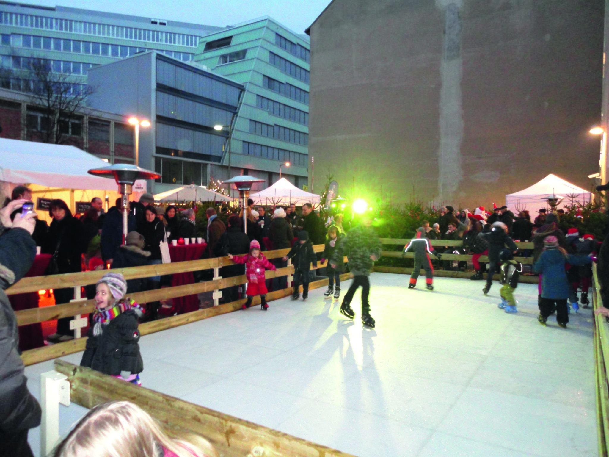 Adventsmarkt auf dem Marktplatz wird zur weihnachtlichen Budenstadt mit viel Musik - Lokalkompass.de