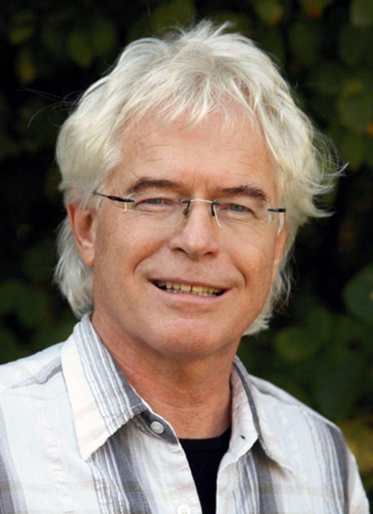 Liebe wird sein: Dorstener Pfarrer schreibt Ratgeber für Trauernde - Lokalkompass.de
