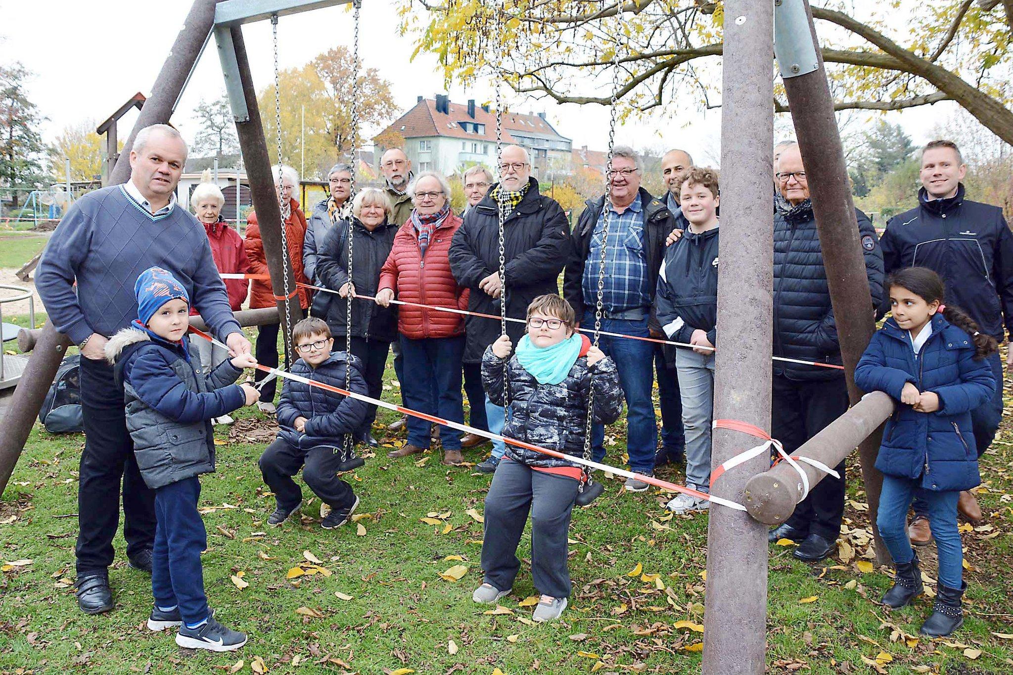 """Beim Evinger Gartenverein """"Gut Glück"""": Spielplatz eingeweiht - Lokalkompass.de"""