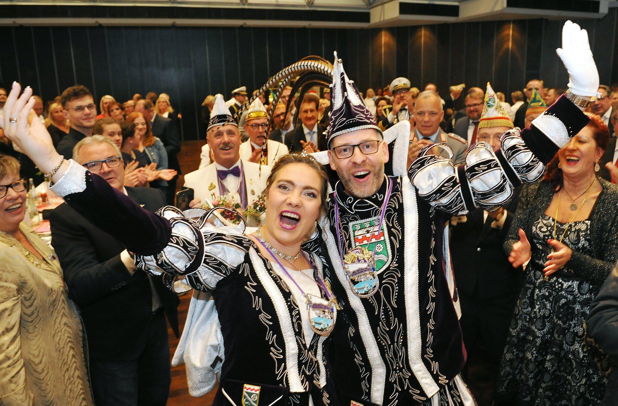 Hilden feiert neue Prinzenpaare: Super Stimmung bei Proklamation - Hilden - Lokalkompass.de