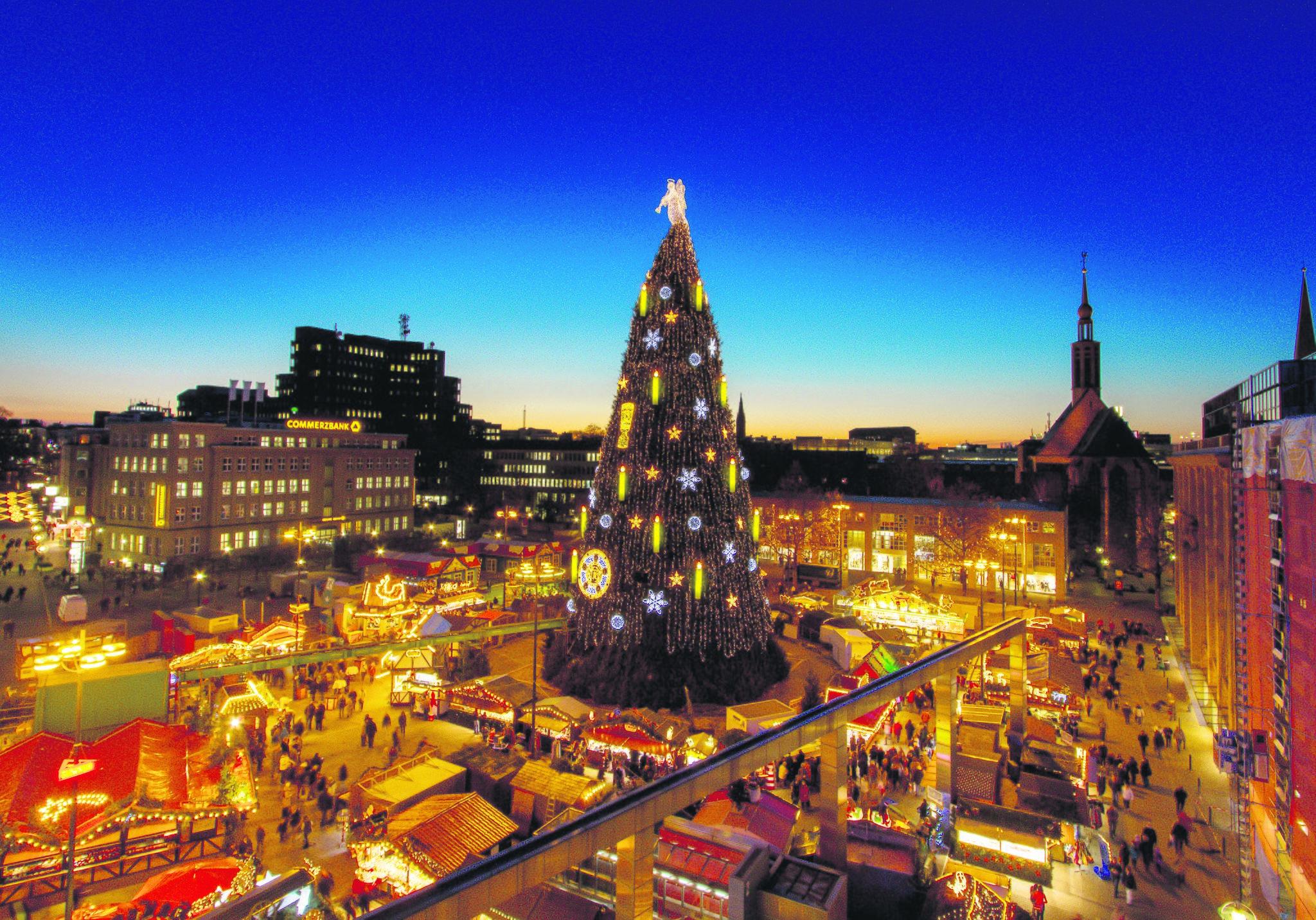"""Am Donnerstag eröffnet Dortmund seine """"Weihnachtsstadt"""" und Besucher erleben das Wunder von Dortmund: Dortmunder Budenzauber beginnt - Lokalkompass.de"""