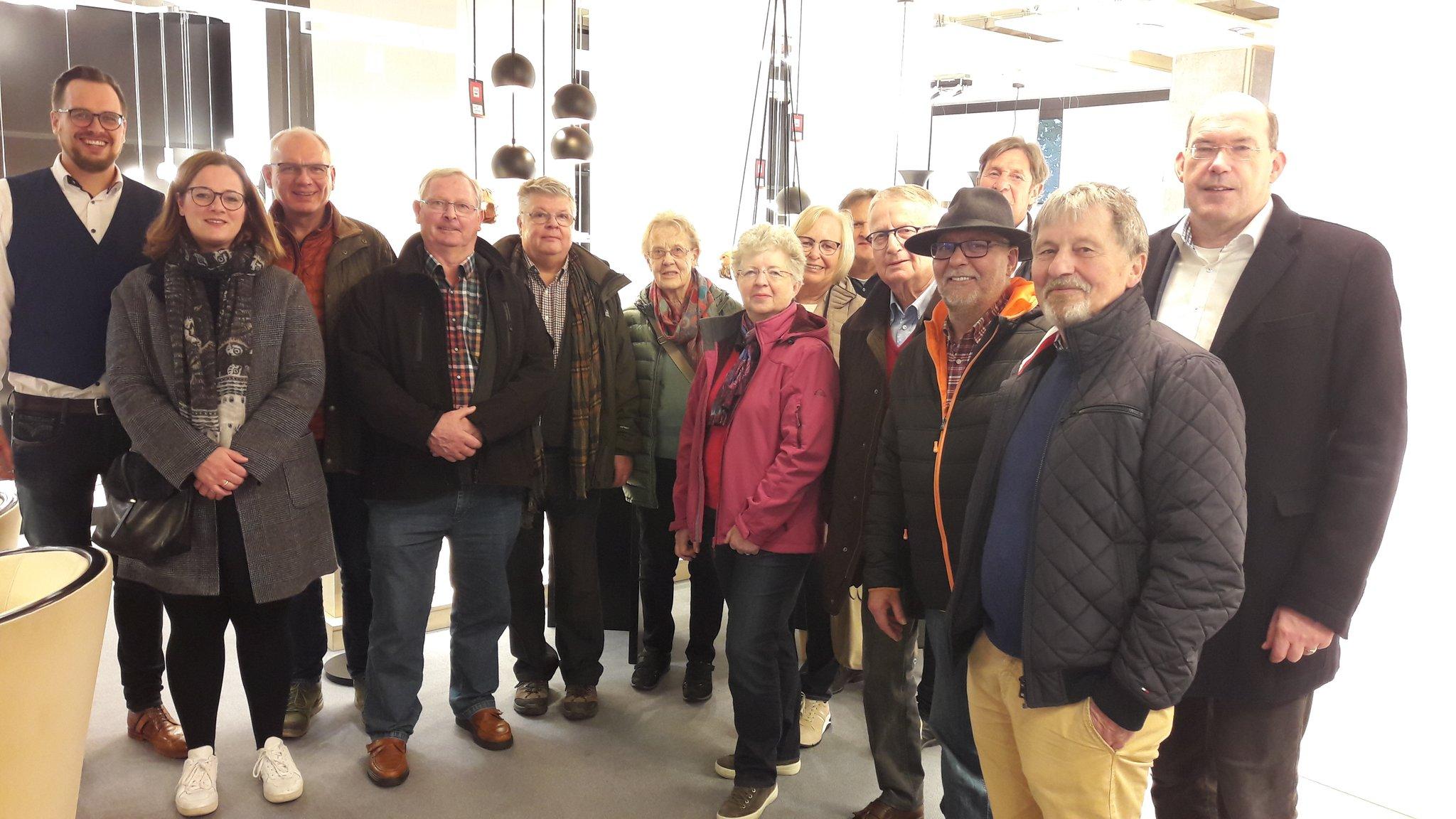 CDU Hüsten besucht Leuchtenfabrik: Besuch der Firma Herbert Schmidt in Hüsten - Lokalkompass.de