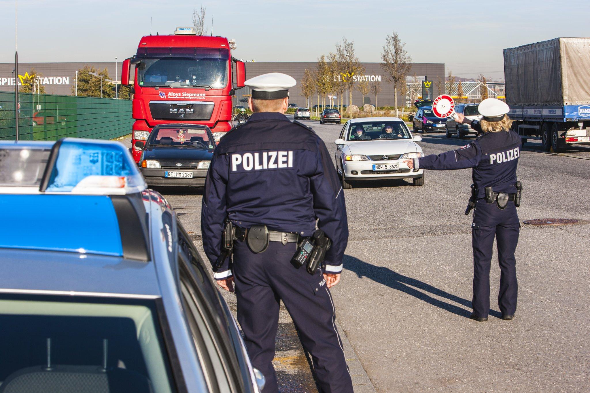 Polizei Wird Angegriffen
