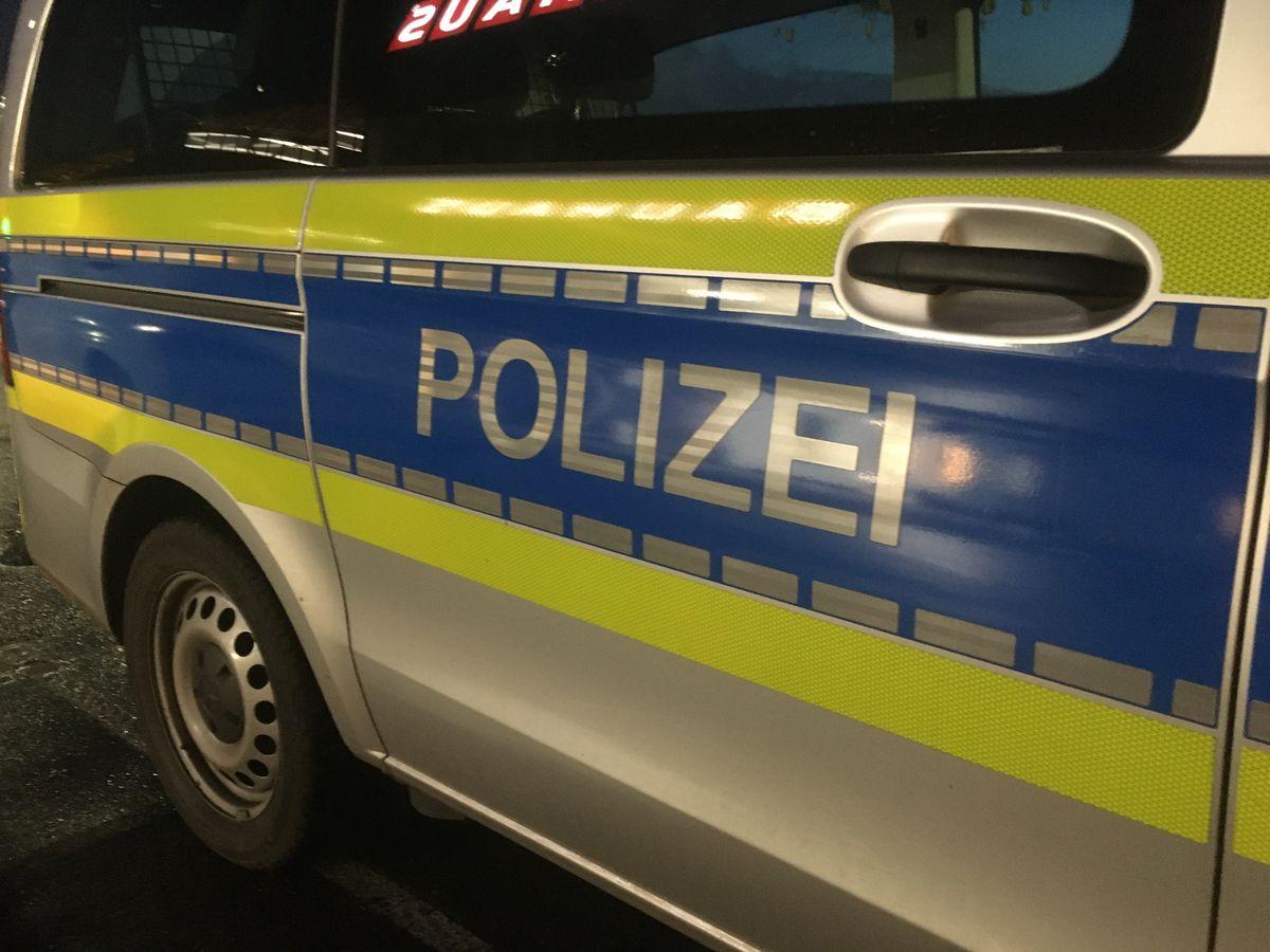 In Schwelm wurde ein junger Mann von zwei Unbekannten angegriffen.