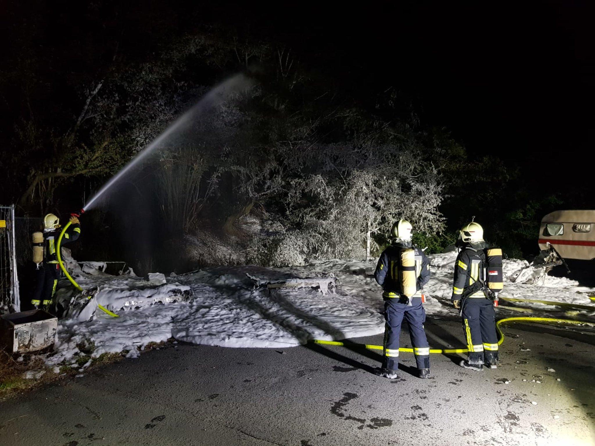 Wohnwagen brannten in voller Ausdehnung.: Mehrerer