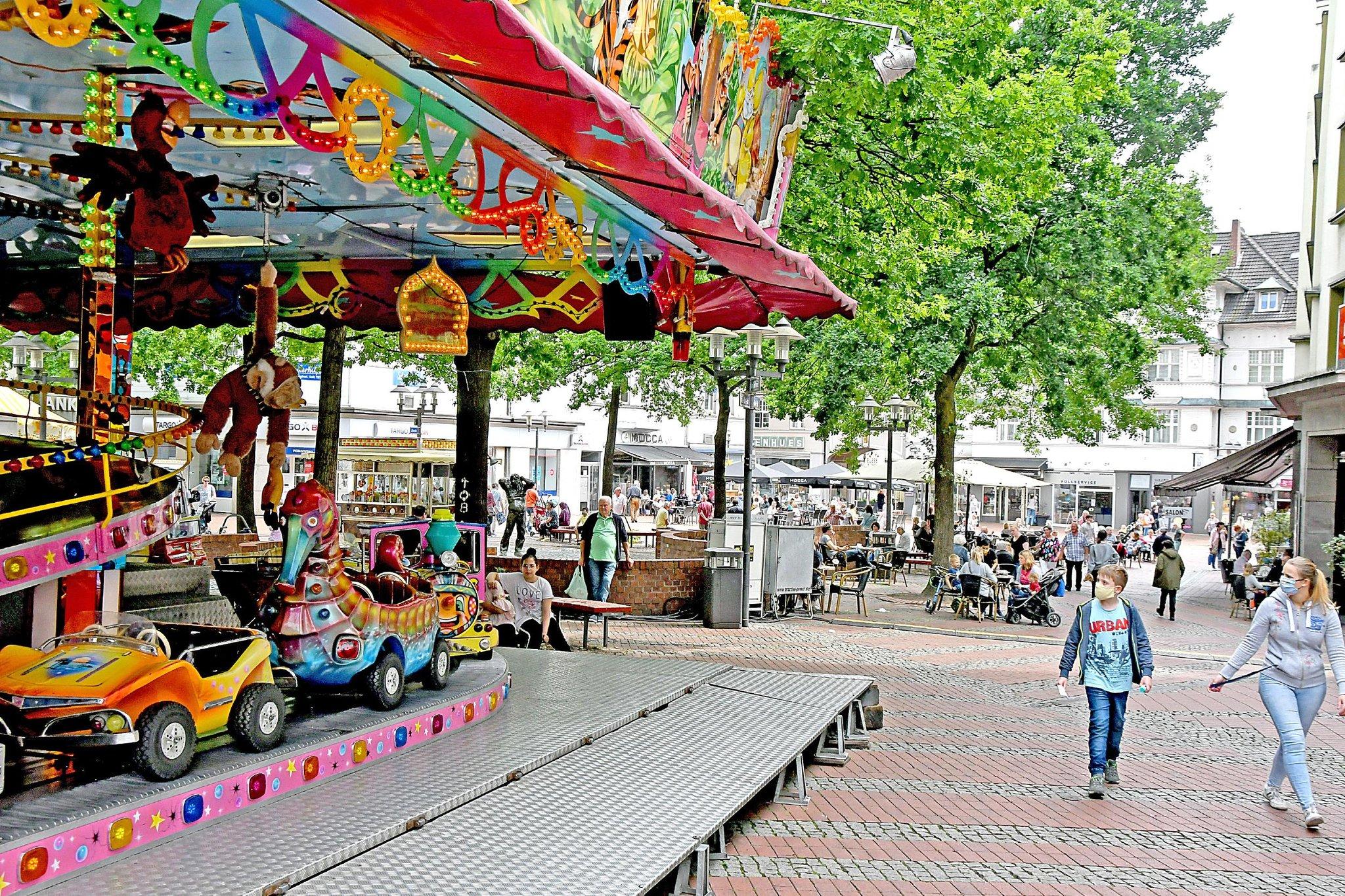 Sommer in Essen-Steele: Karussells und Riesenrad - Essen