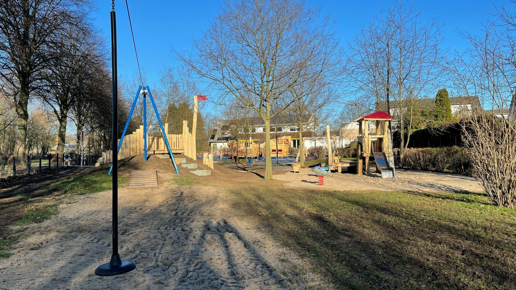 Neue Spielgeräte für Kinderspielplatz Thomashof in ...